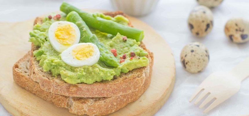 insalata di uova di quaglia e asparagi