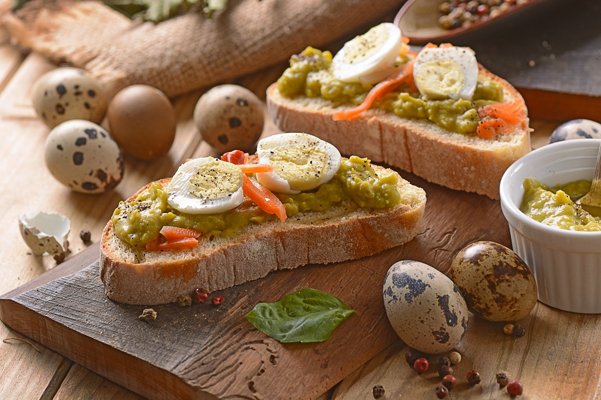 Toasted bread slices with fried quail eggs